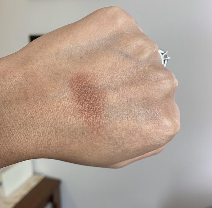 Estee Lauder Ultimate Mineral-Infused Matte Bronzers shade 04 Hot Spell (deep) swatch on dark skin