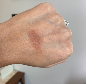 Estee Lauder Ultimate Mineral-Infused Matte Bronzers shade 04 Hot Spell (deep) swatch on dark skin