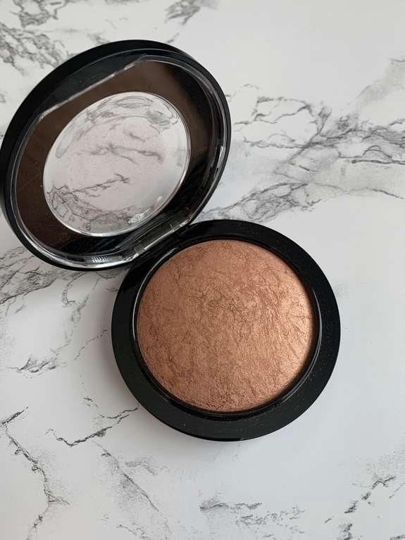 MAC mineralize skinfinish cheeky bronze highlighter
