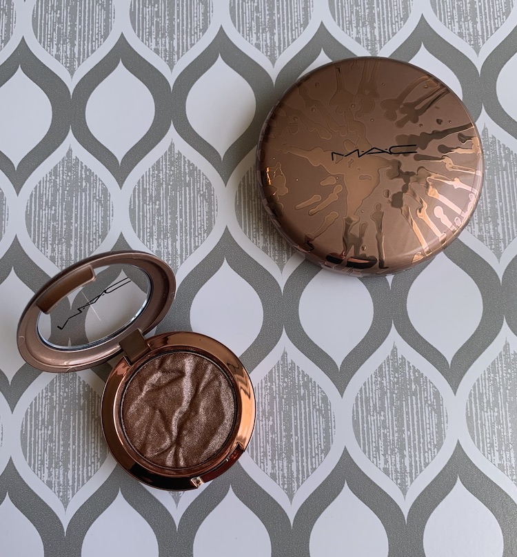 Mac Bronzer Collection Foiled Shadow in Sand Tropez and Radiant Matte Bronzing Powder in Totally Taupeless