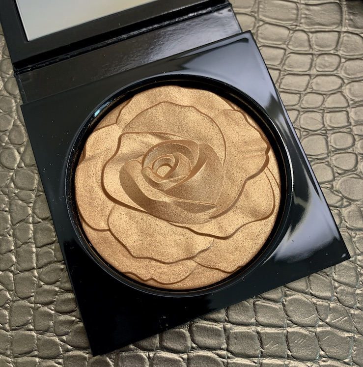 Mac La Reina Extra Dimension Skinfinish in La Leyenda