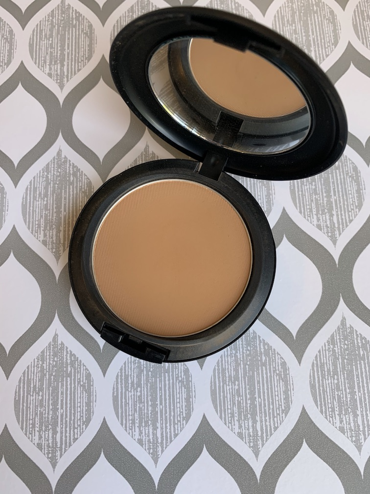 MAC Studio Fix Powder Plus Foundation in C7