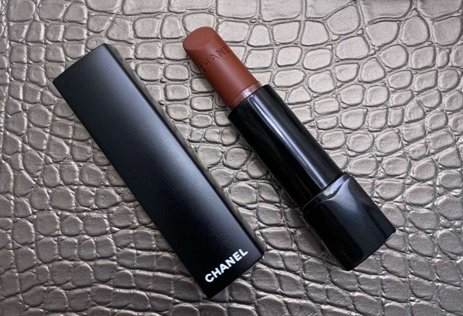 Chanel Rouge Allure Velvet Extreme 122 Chestnut Lipstick Swatches