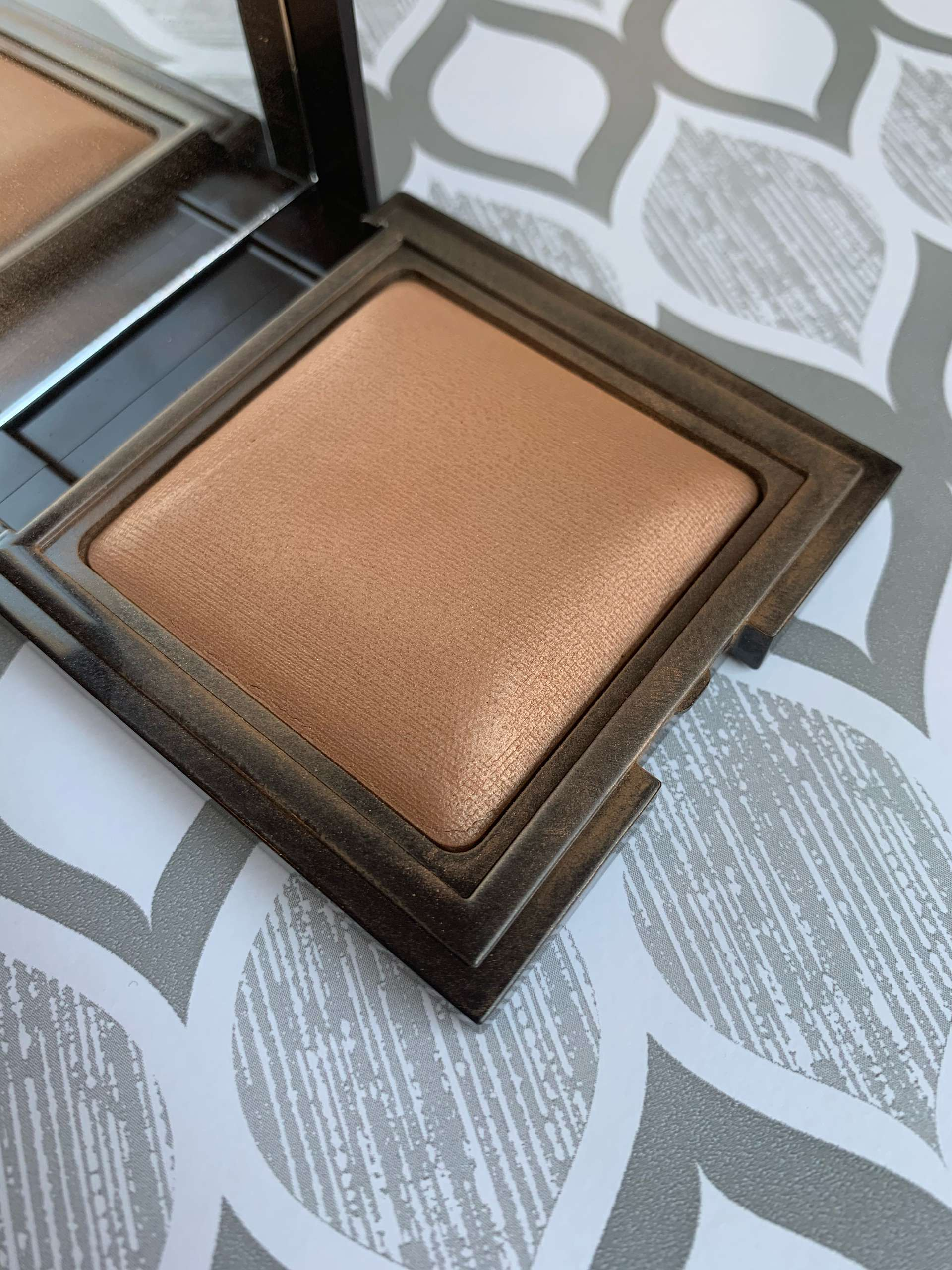 Laura Mercier Candleglow Sheer Perfecting Powder (5) swatch