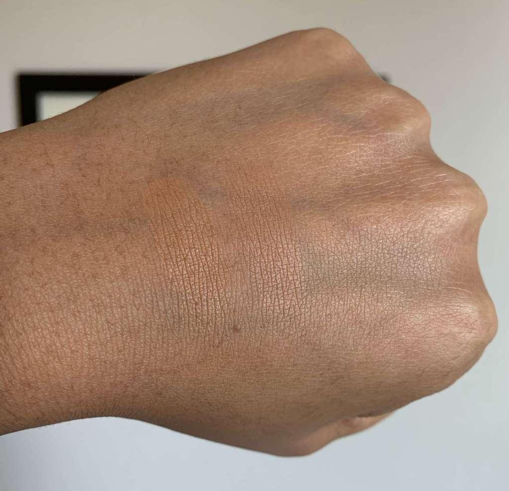 MAC Studio Waterweight Pressed Powder (dark) Swatch