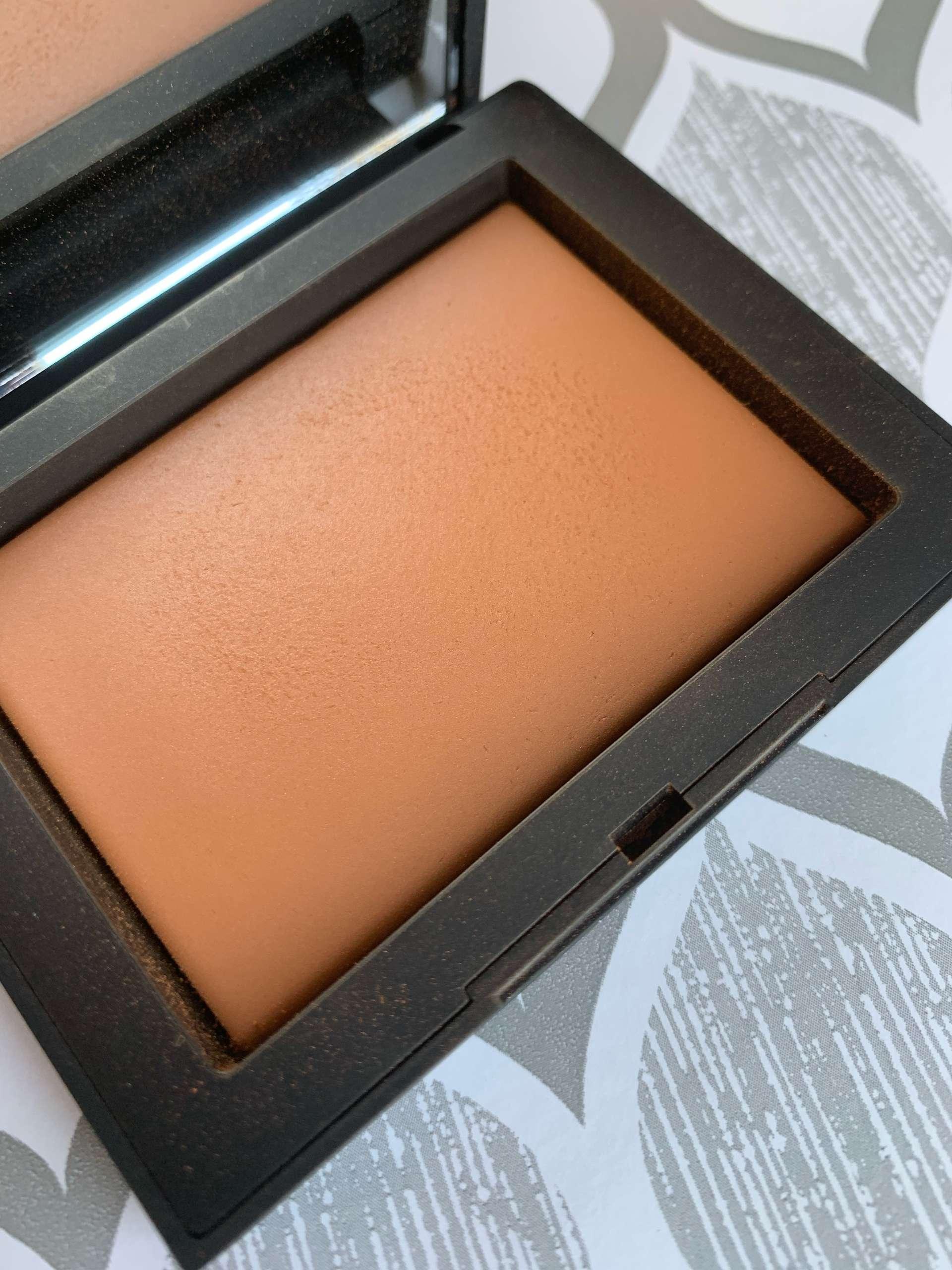 NARS Light Reflecting Pressed Setting Powder (sunstone) Swatch