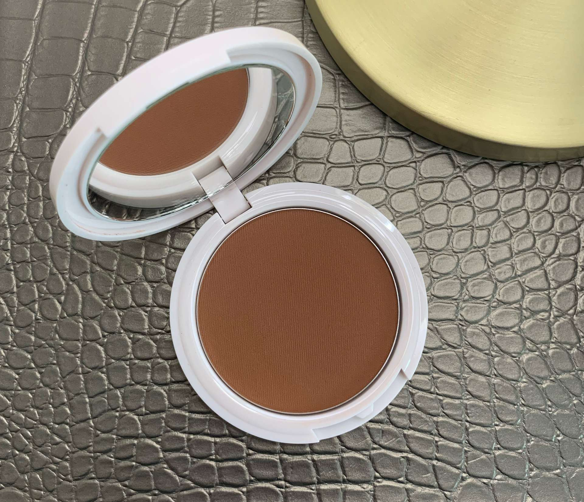 Coloured Raine Bronzer Cinna-Bae Swatch dark skin