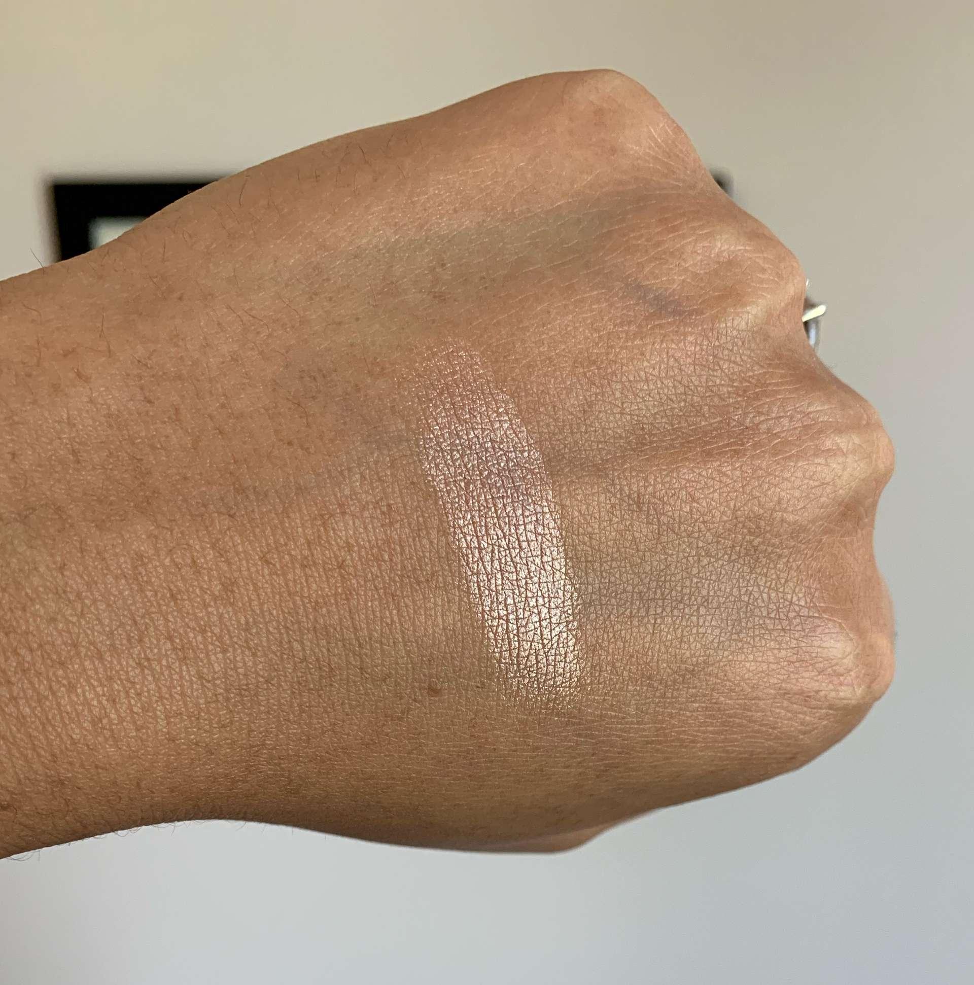 Laura Mercier RoseGlow Highlighting Powder/Highlighter Medium Dark Skin Swatch