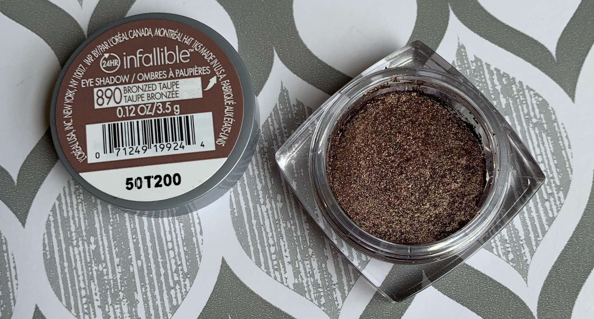 L'Oreal Infallible 24HR Eyeshadow 890 Bronzed Taupe Swatch
